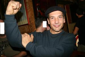 Olivier Roudier emmerde l'Algérie dans un bar. Courageux!