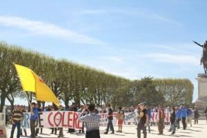 Jeu: sur cette photo, trouve les 250 manifestants cachés. (Indice: tu peux compter les CRS)